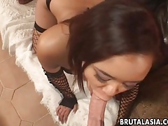 Interesting Asian hottie moans greatest extent the brush botheration is